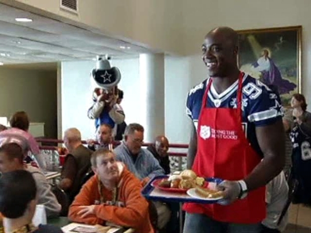 [DFW] Cowboys Take Timeout to Serve Special Holiday Meal