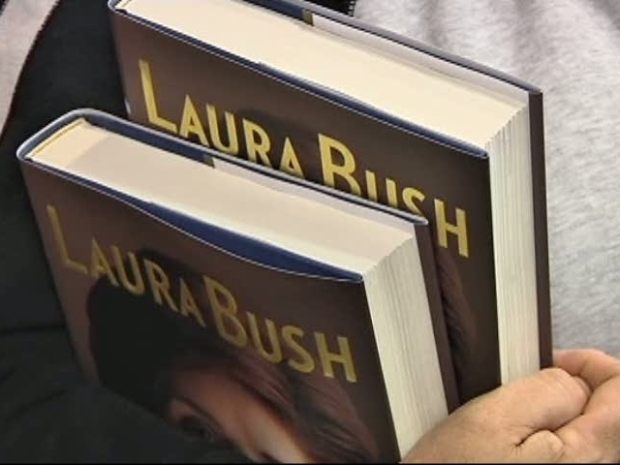 [DFW] Laura Bush Signs Book in Dallas Borders