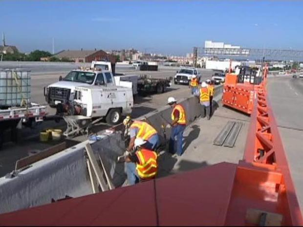 [DFW] Workers Test New Road Barrier