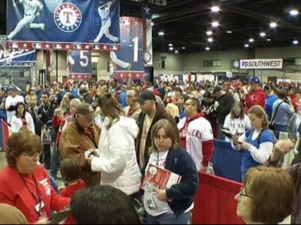 [DFW] Thousands Pack Rangers Fan Fest