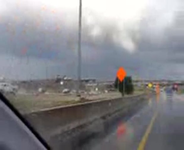 Video of tornado forming 830 and 35 Ft Worth