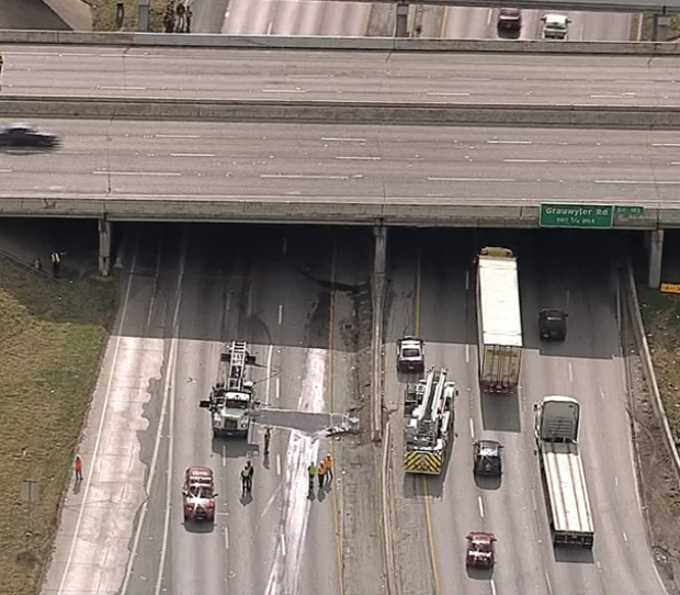 [DFW] Semi Hits Bridge in Irving