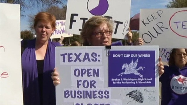 [DFW] Perry Met By Protesters in Richardson