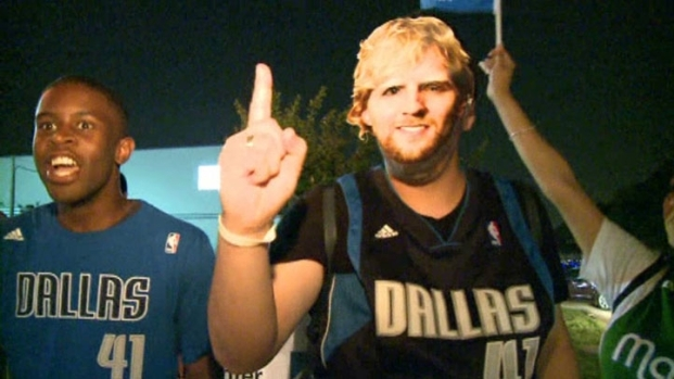 [DFW] Mavs Fans Welcome the Team Home