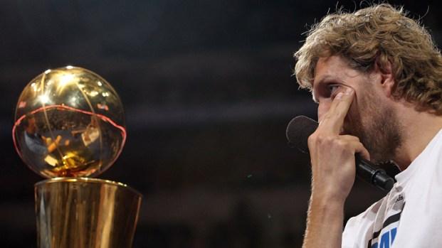 Nowitzki Shows Emotion at Mavs Celebration