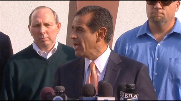 [LA] Los Angeles Mayor Antonio Villaraigosa comments on port strike