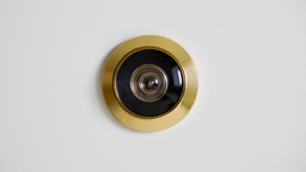 [DFW] Burglars Use Peepholes to Pick Victims