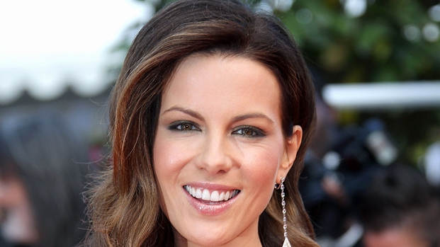 """[NBCAH] Kate Beckinsale Uncovers """"Contraband"""""""