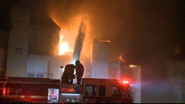 [DFW]Fire Rips Through Dallas Apartments
