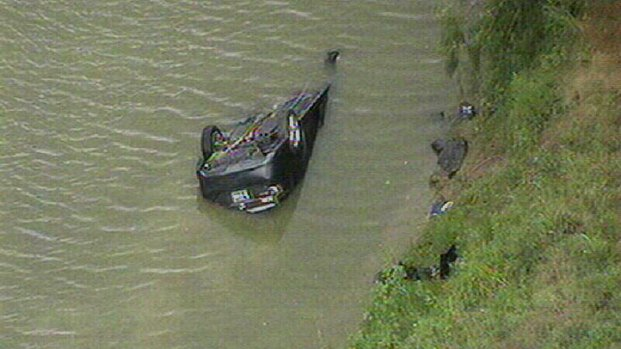 Vehicle Overturned in Trinity River, Driver Dead