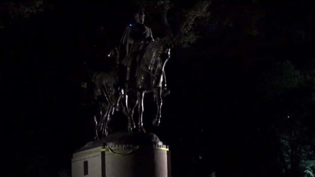 Police Guard Dallas' Robert E. Lee Statue Overnight