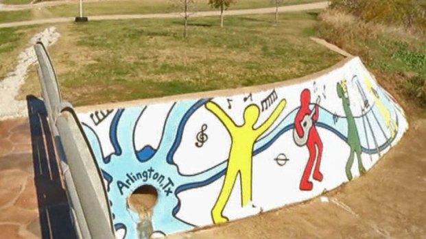 [DFW] Graffiti Magnet Becomes Neighborhood Mural