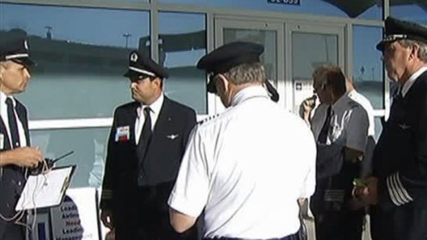 [DFW] AA Pilots Picket, Close to Contract Deal