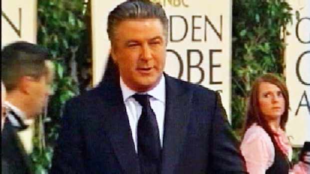[NY] Alec Baldwin Tussles With Photogs