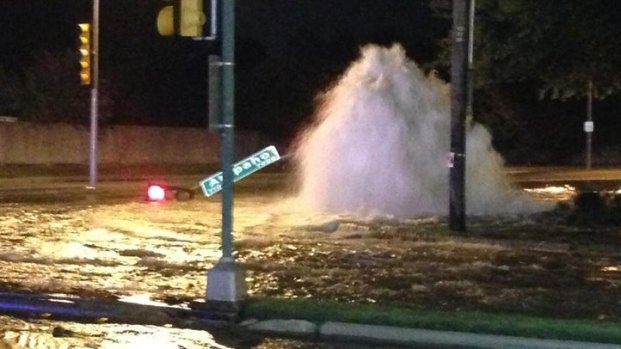 [DFW] Traffic Signal Toppled in Dallas Water Main Break
