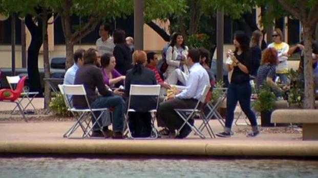 [DFW] Food, Music Bring Life to City Hall Plaza