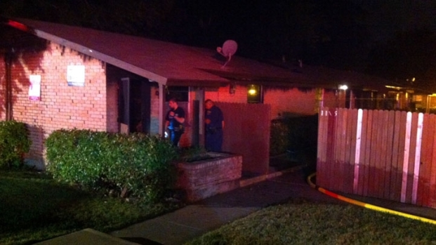 [DFW] Man Injured in Overnight Fire