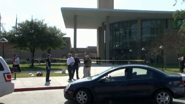 [DFW] Gunman Injures 2 at Houston Community College