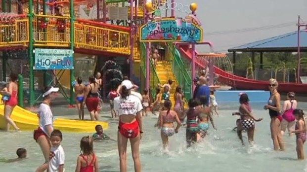 [DFW] North Texans Seek Refuge from Heat