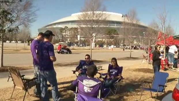 [DFW] Tailgaters Talk Smack Before the Cotton Bowl