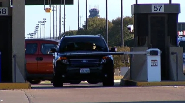 [DFW] Commuters Cut Through Airport to Avoid Construction