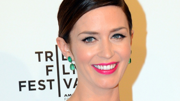 """[NBCAH] Emily Blunt Hits """"The Five-Year Engagement"""" Premiere"""
