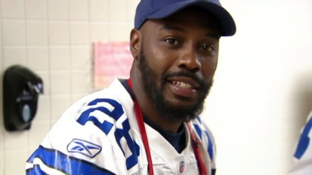 [DFW] Cowboys Players Serve Early Thanksgiving Dinner At Salvation Army