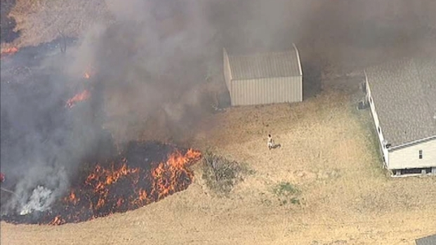 [DFW] Homeowners Battle Grass Fire