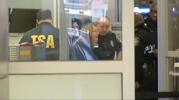 [DFW] Screener Saw Gun, Says TSA