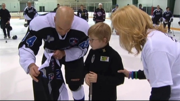 [DFW] Arlington Officers Honor Family at Hockey Game