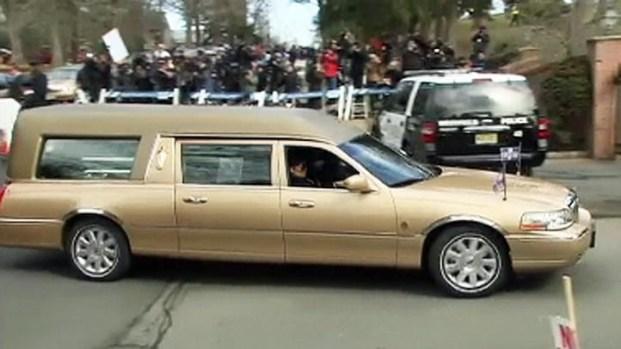 [NY] Houston Hearse Arrives at Cemetery