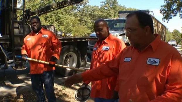 [DFW] Sanitation Workers Hailed as Heroes