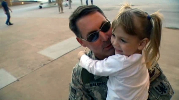[DFW] Families of Soldiers Get Surprise Homecoming