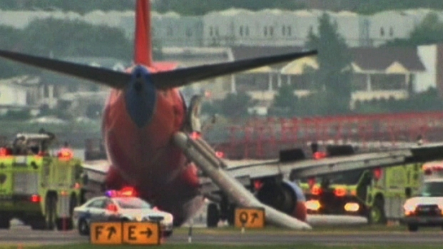 [DFW] Southwest Plane Landing Gear Collapse at LaGuardia