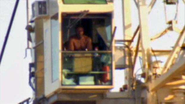 [DFW] Man's Mother Shocked by SMU Crane Standoff