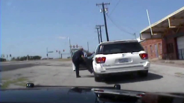 [DFW] Officer Pulls 77-Year-Old From Car in Traffic Arrest