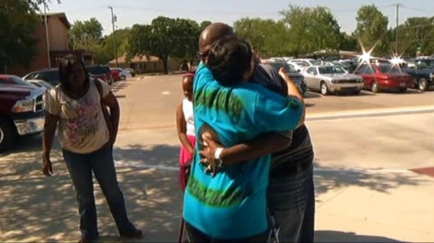 [DFW] Organ Recipient Reunites With Donor's Family