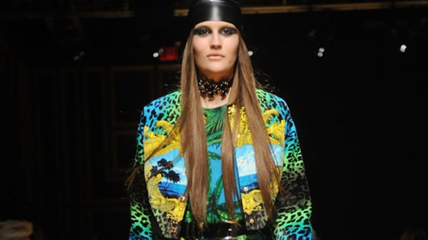 [THREAD] Versace for H&M Debuts With Star-Studded Runway Show and Concert
