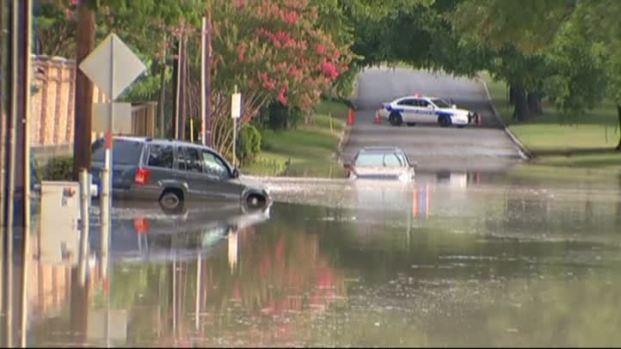 [DFW]Water Main Break Floods Dallas Streets