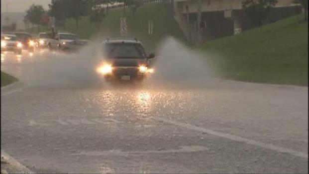 [DFW] Storms Cause Trinity River Water Line To Rise