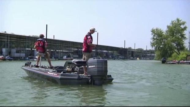 [DFW] Holiday Weekend at Lake Lewisville Attracts Fishermen
