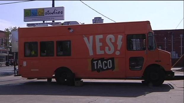 [DFW] Yes! Taco Truck Serves Tacos with a Twist