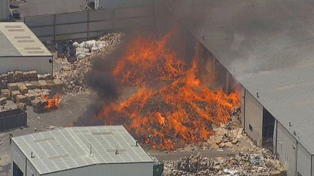[DFW] Firefighters Battle Recycling Plant Fire