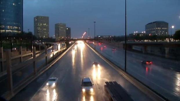 [DFW] Steady Rain Floods Low-Lying Streets