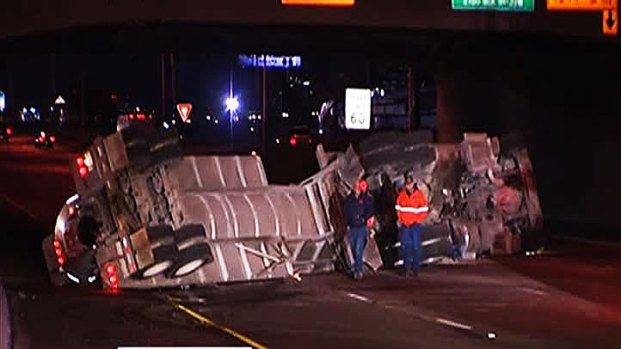 [DFW] Tanker Overturns on I-35W