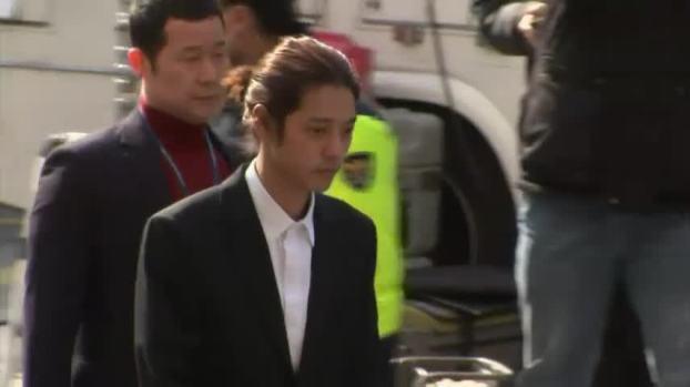 [NATL] K-Pop Stars Arrive for Police Questioning