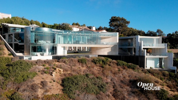 Home Tour: An Architectural Masterpiece on the Razor Point Cliffside