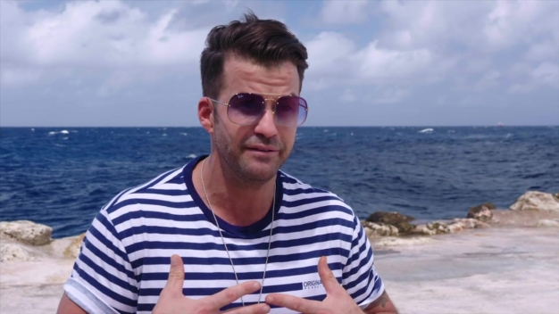 Johnny Bananas Discovers A Whole New (Underwater) World