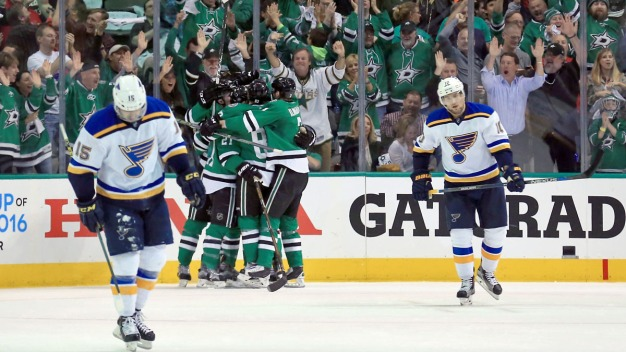 Stars Beat Blues 2-1 in Game 1
