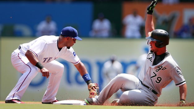 Gonzalez Pitches 6 Scoreless, White Sox Hold off Rangers 3-2